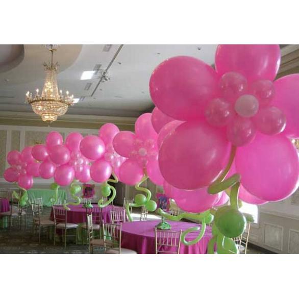 Оформление воздушными шарами ресторана на 8 марта