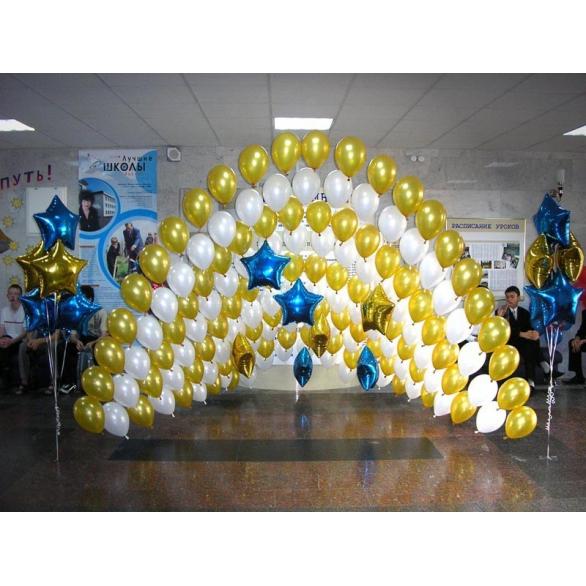 Оформление воздушными шарами фойе школы