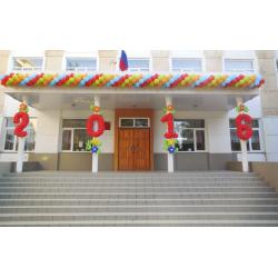 Оформление шарами входа в школу